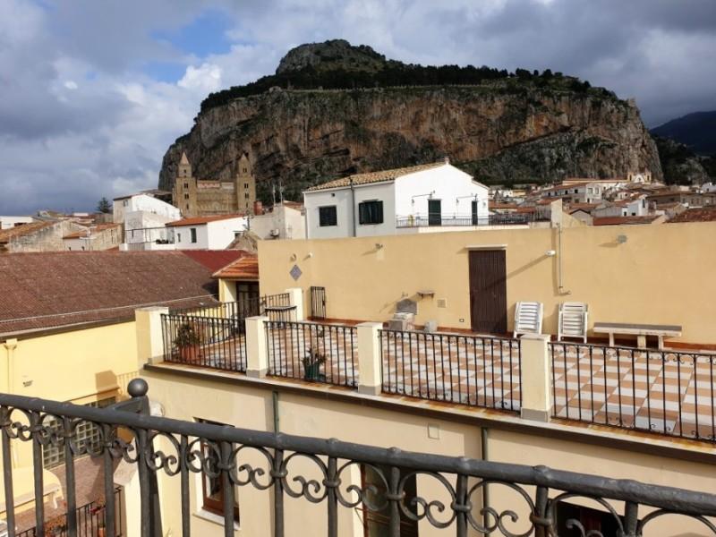 La Cattedrale e la Rocca viste da hotel del Convento di Cefalù