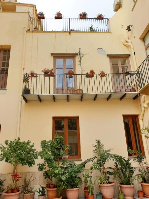 Un particolare del Convento di Cefalù. Hotel sul mare nel Centro strorico di Cefalù