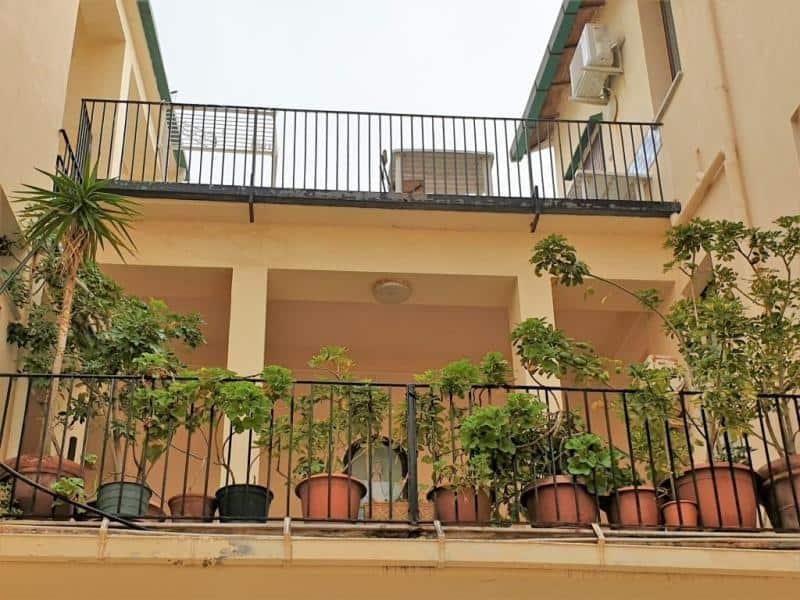 Vista interna del Convento di Cefalù. Camere di hotel sul mare a Cefalù